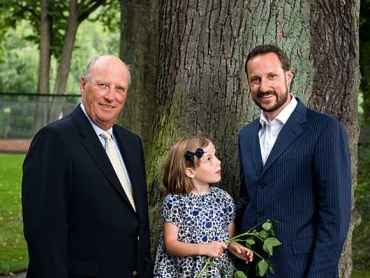 - Order of succession - King Harald with his granddaughter Princess Ingrid Alexandra & his son (her father) Crown Prince Haakon.