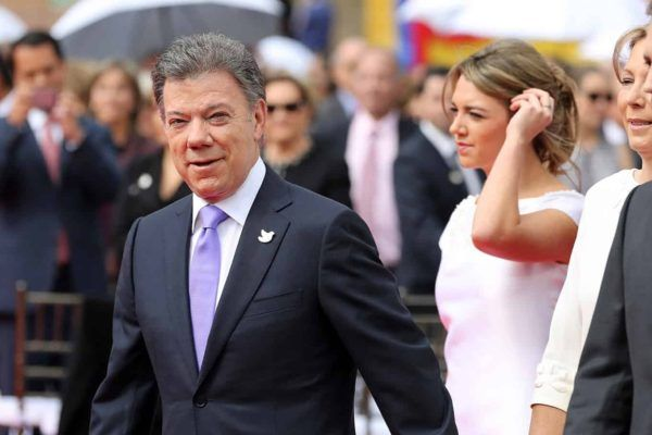 From Deal to No-Deal: The Story of Juan Manuel Santos' Failure to Convince Colombia's Civil Society  Read article: http://paxpolitica.com/2016/10/14/story-juan-manuel-santos-failure/