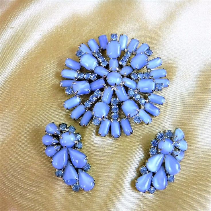 HUGE BLUE SATINY ART GLASS IMMENSE VINTAGE RHINESTONE BROOCH AND EARRING SET! #Art