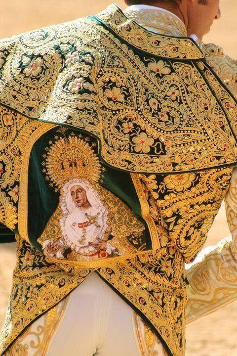 Traje de Luces Via Scala Regia pinned from fbcdn-sphotos-d-a.akamaihd.net