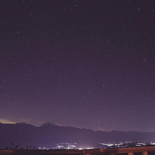 Instagram【ltlparty】さんの写真をピンしています。 《#山梨 #明野 #富士山 #南アルプス #星空 #夜景  皆様、こんにちは。 今日から、お仕事の方々が多いみたいですね。  年末年始はお休みを頂いて、スタッフと山梨県の明野へ。 そこは、富士山と南アルプスと夜景と、とんでもない星空。 最高のスタート、今年も沢山のカップルが誕生するパーティーを開催していく所存です。》