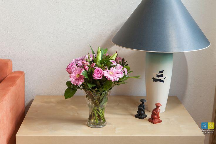 Frisroze boeket met oa roos, gerbera, chrysant en lelie.