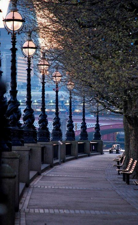 Queens Walk, London, England wow this is gorgeous