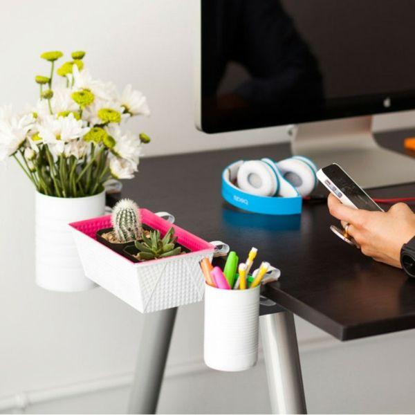 Schreibtisch frei halten aufräumen Pflanztöpfe Vasen Ablagefläche