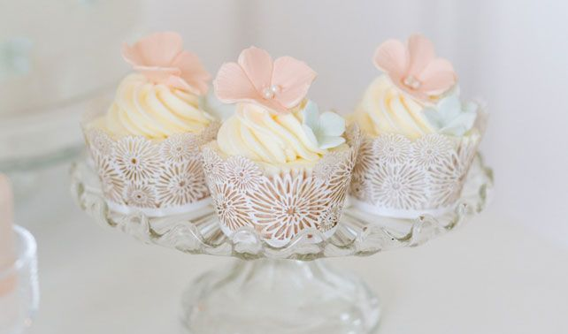 Spring Wedding Cupcakes || Cupcakes by Cakes By Krishanthi  || PHOTO SOURCE • EDDIE JUDD PHOTOGRAPHY