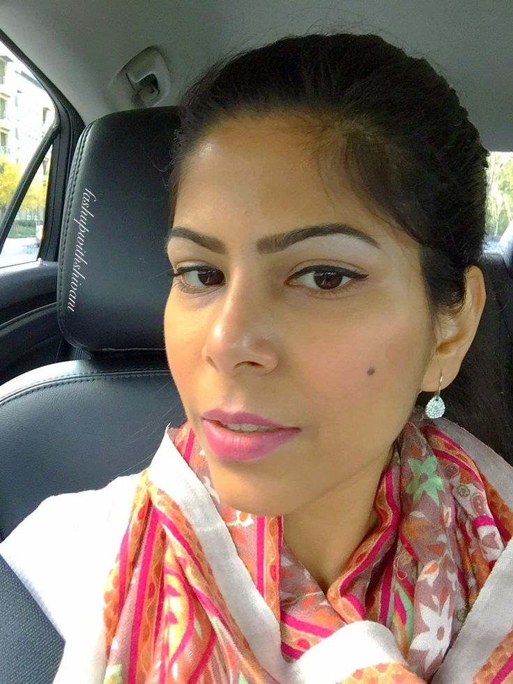 Keeping the highlighter on point & the base right with #beccabeauty primer. More on www.fashupwithshivani.com #like #bayarea #indianblogger #redlips #igers #iglove #igblogger #fashion #fashionblogger #beauty #makeup #beautyblog #sephora #holiday #girlboss #potd #lotd #look #desi #california #love #happy #nofilter #fashupwithshivani