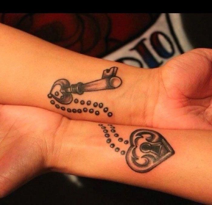 tattoos fuer paare, schluessel und schloesser, herz motive, tattoos, die sich ergaenzen