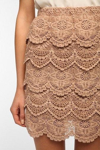 Crochet Urban Fashion | Fashion Weaknesses / Staring at Stars Tiered Crochet Mini Skirt ...CROCHET AND TRICOT INSPIRATION: http://pinterest.com/gigibrazil/crochet-and-knitting-lovers/