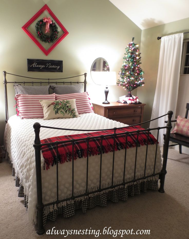 Holiday Bedroom Decorating Ideas Part - 32: Plaid Stadium Blanket In Christmas Bedroom Decor.