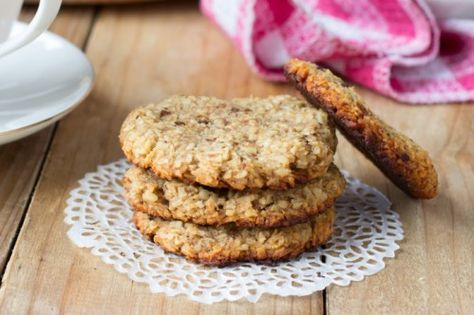 Bananen Kokosnuss Cookies | Sie bestehen aus nur zwei Zutaten. Und diese zwei Zutaten, Bananen und Kokosflocken, sind auch noch gesund, vegan und basisch.