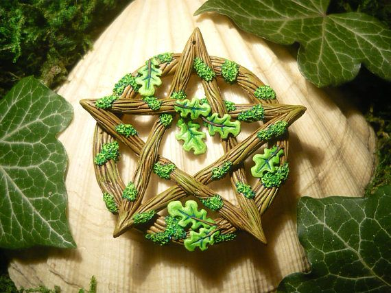 Fantastic unique pentacle pendant, handsculpted by me from polymerclay, then painted with Citadel-Colors.  It looks like it just grew from wood, overgrown by moss, detailed bork and twigs with stunning realistic oak leaves :)  Comes on a leatherband.  Absolute OOAK (one of a kind) item!