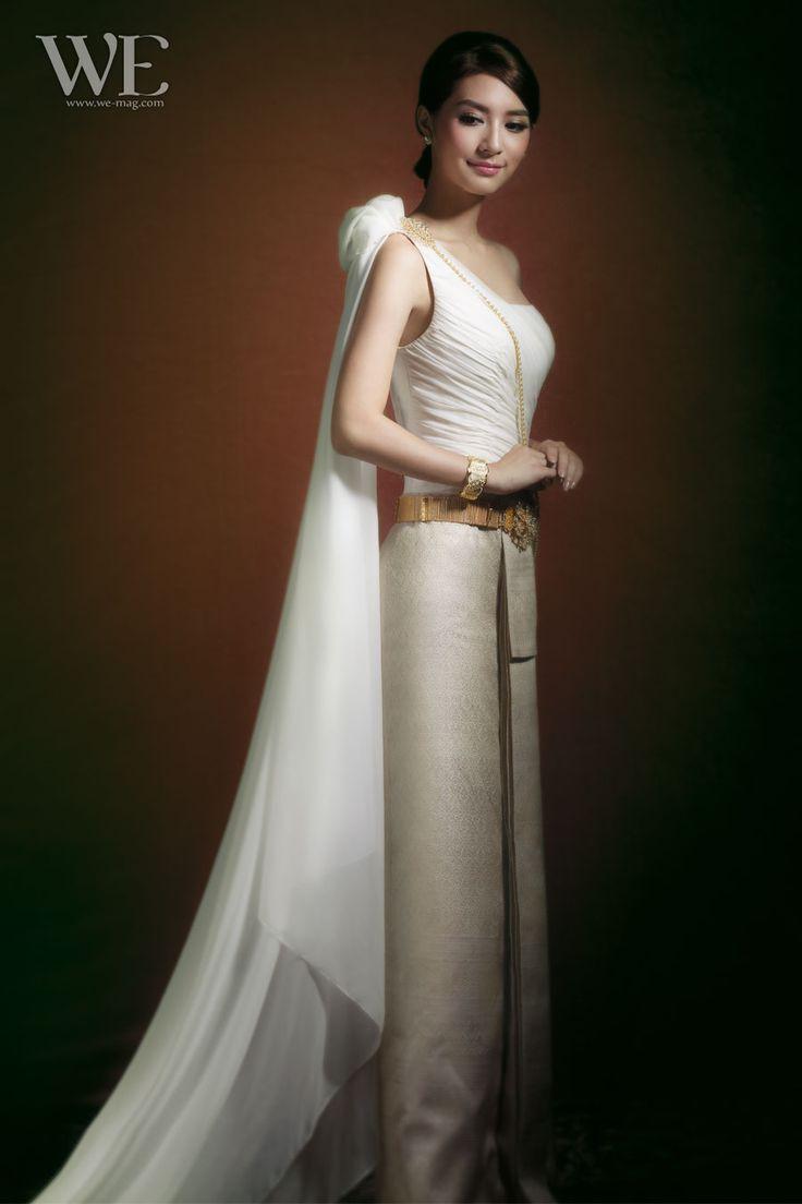 ชุดจากร้าน Milan Bridal Couture Wedding Studio โทร. 0-2716-5203, 0-2718-0315