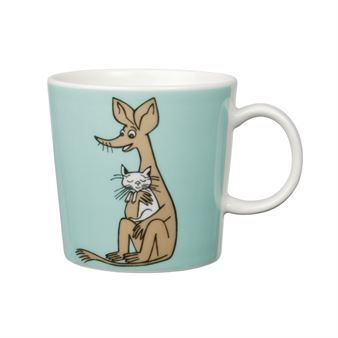 Sniff is a well-known character from the Moomin valley, as illustrated here on a Moomin mug from Arabia. The motifs are based on the designs by the author Tove Jansson and her stories about Moomin valley. In our assortment, we offer a wide range of Moomin character mugs and glasses. Who is your favorite