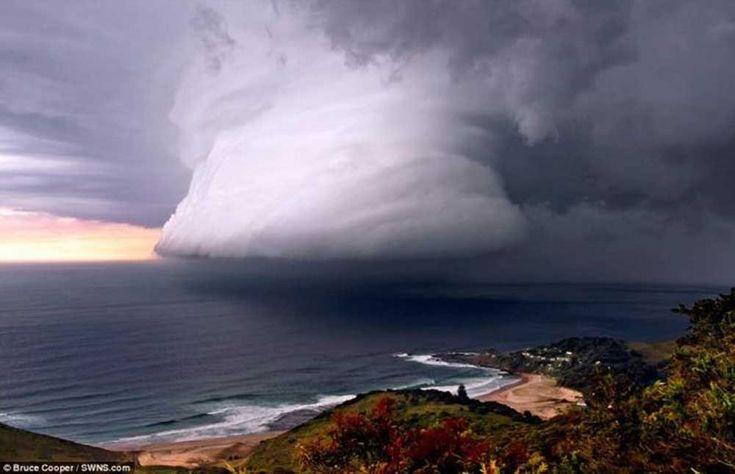 Supercélula  No sólo son las más poderosas ni las más letales de todas las tormentas, sino que también son las más raras