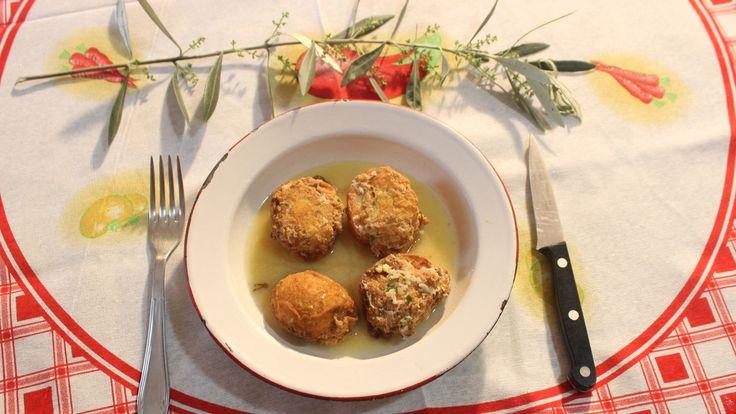 Receta paso a paso de Huevos casados del programa de televisión Los fogones tradicionales T16, un plato típico de Semana Santa elaborado a base de pescado.
