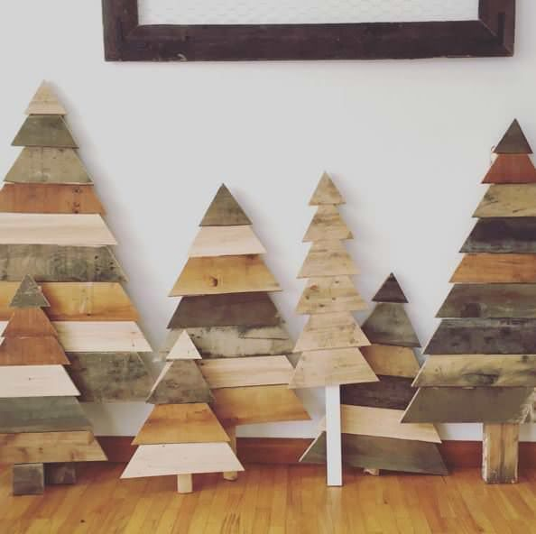 Our 15 Favorite Pallet Christmas Trees & Decorations In 2015 Home…
