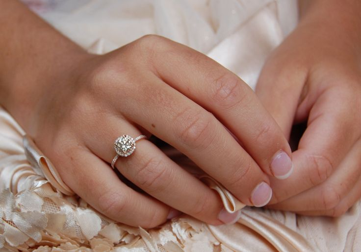 Rosa gold Verlobungsring 1ct Champagner Diamant-Ring und passende Hochzeitsband 14k stieg gold VVS2-Diamant-Ring Eidelprecious von EidelPrecious auf Etsy https://www.etsy.com/de/listing/223753057/rosa-gold-verlobungsring-1ct-champagner