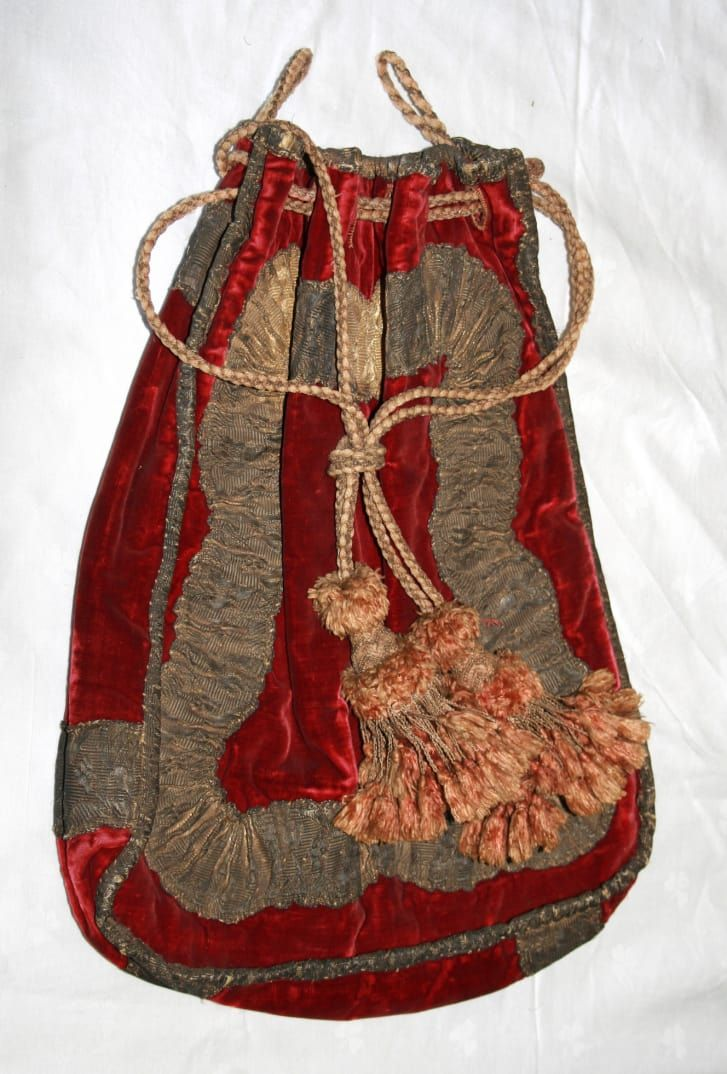 A New Clue In The Mystery Of Walter Raleigh S Missing Head Walter Raleigh Raleigh Velvet Bag