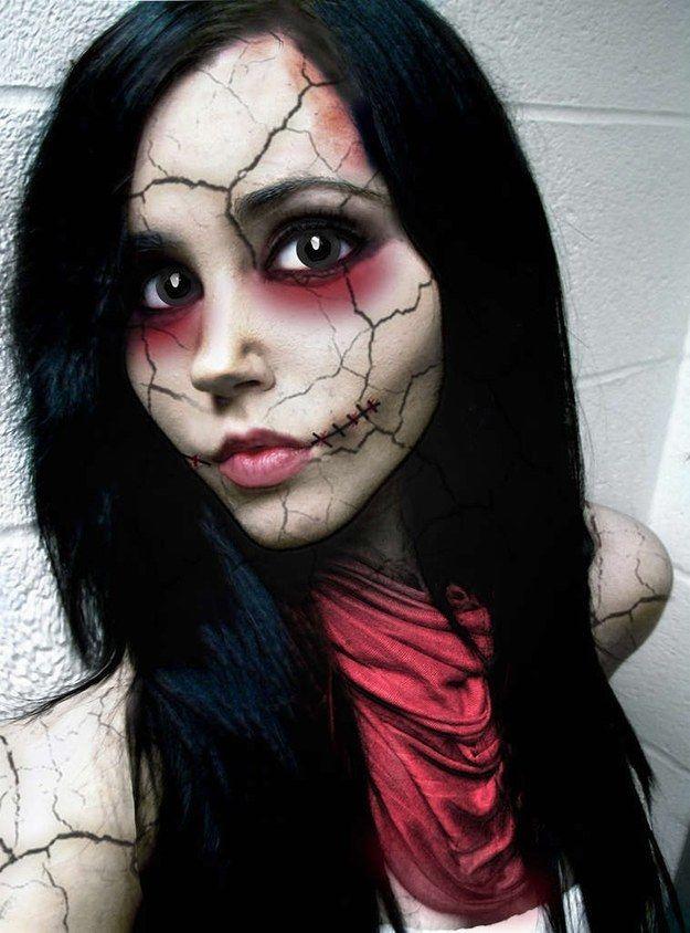 Muñeca rota. | 33 maquillajes completamente escalofriantes para probar este Halloween