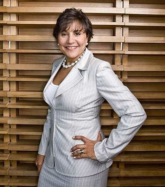 Hyatt heiress Penny Pritzker is one of Obama's Chicago pals, who formed an organization to purchase a $30-$40,000,000 manse in Hawaii for MOO and BOO to retire to post W.H.. She is now Secy of Commerce for obvious reasons having nothing to do with brains, economics and talent. Note the pose.