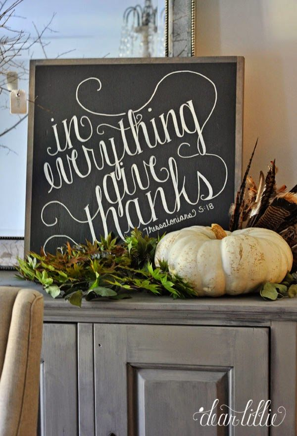 I love this In Everything Give Thanks Sign! It's the perfect fall decoration that you can leave up until Thanksgiving :)