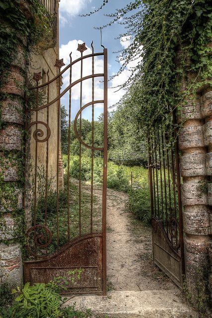 La Villa love these gates