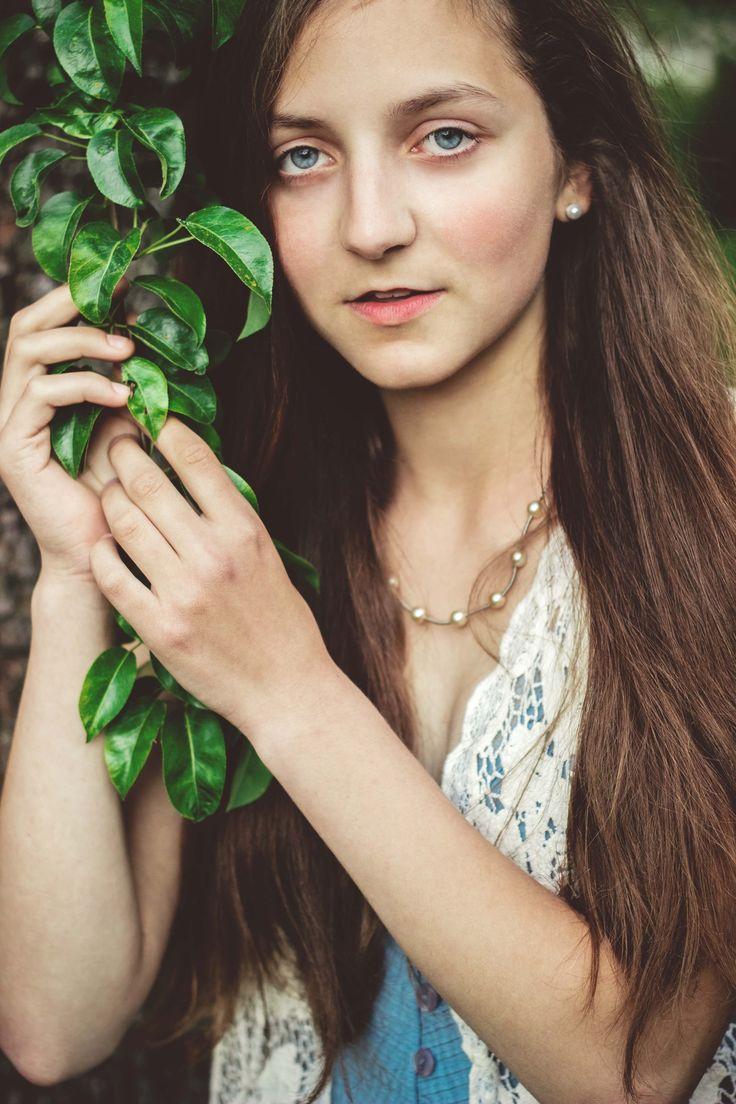 2017 | ovocná zahrada #portrait #photography #photoshoot #inexpertphoto #mood #moodphoto #moodphotography #model #photomodel #czechgirl #portrétnífotografie #beautiful #mystery #secret #reverie #snění #sen #dream