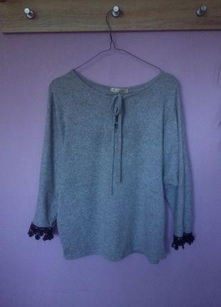 Kup mój przedmiot na #vintedpl http://www.vinted.pl/damska-odziez/bluzy/14005862-szary-sweter-z-czarna-koronka-m-wiazanie-wiazany-38