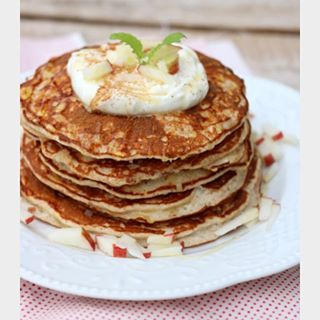 lindastuhaug   Sunne eplepannekaker med gresk yoghurt og honning