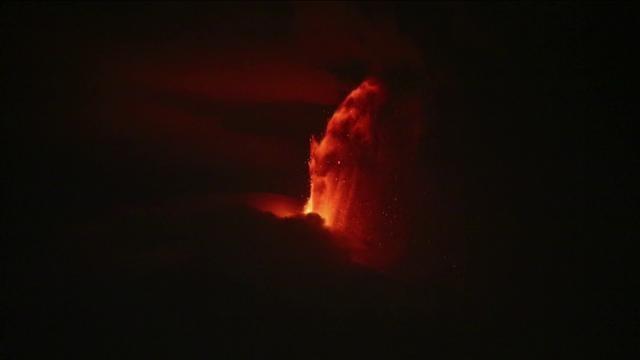 Etna Etna Etna (1) by Etcetera Festival. Approfittiamo di queste immagini spettacolari dell'eruzione del 23 febbraio 2013 per annunciare la ripresa della nostra attività, il più grande piccolo festival d'Europa, intitolato al dio del vulcano. Gli artisti invitati sono le nostre scintille, lapilli incandescenti a rischiarare la notte.