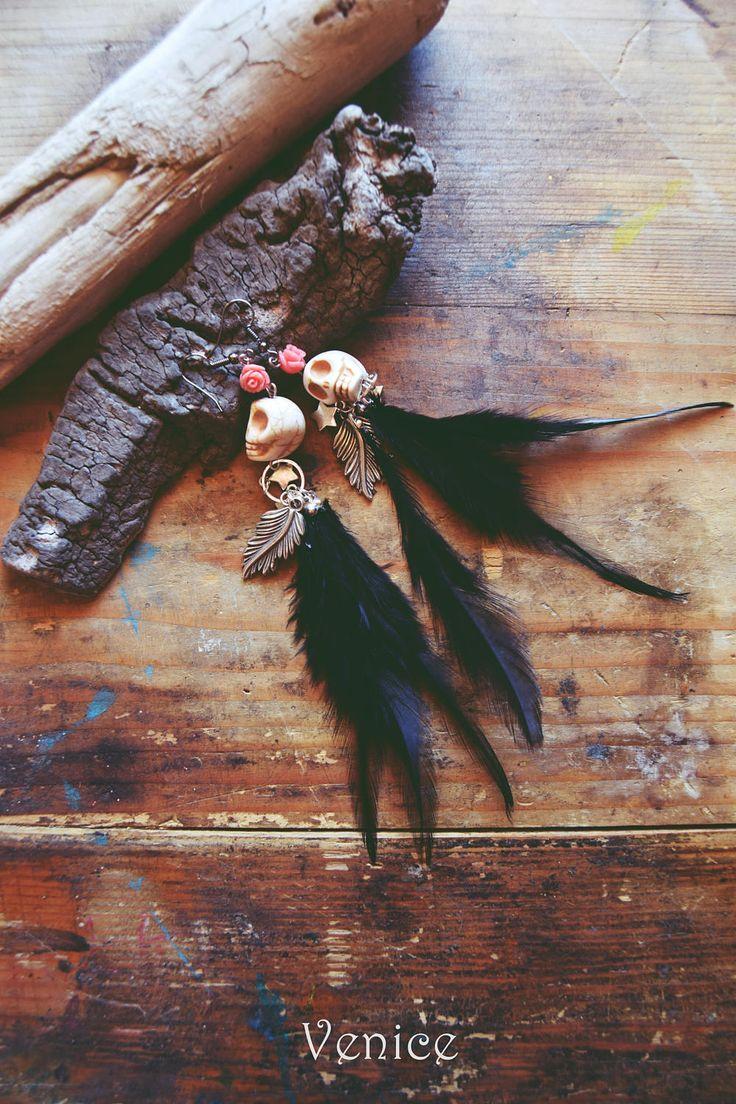 Orecchini piume/orecchini teschio/orecchini boho/orecchini bohemian/orecchini etnici/orecchini rosa/gioielli boho/regalo per lei di VeniceStyle su Etsy