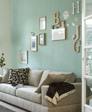 Mintgroene muur