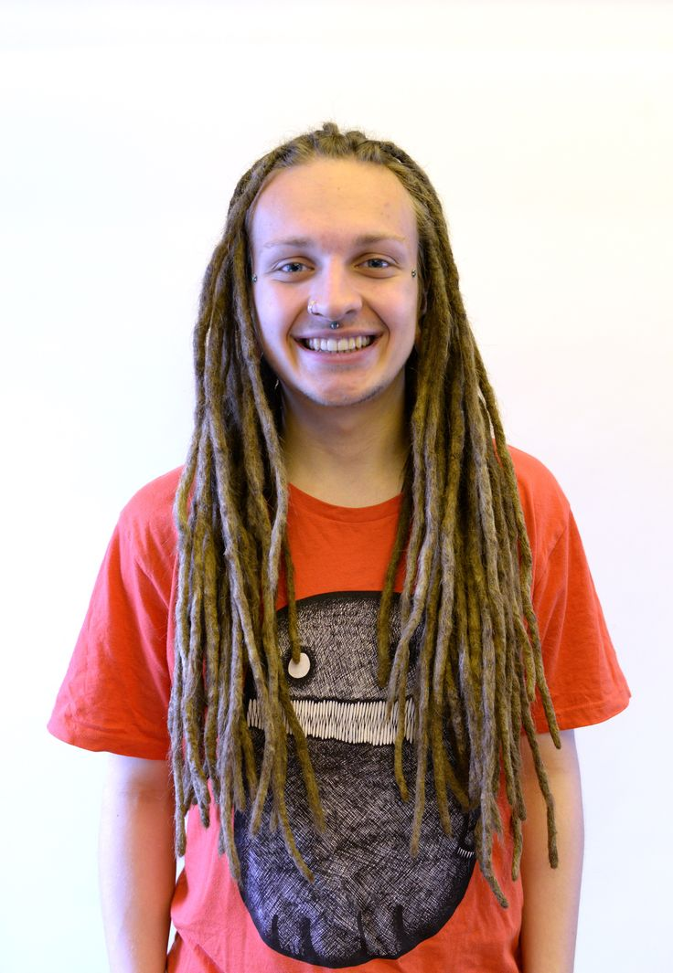 Here is Fredrik that came to me for some dreadlovin. About six months ago I did a big dread surgery on him (loads of locks that had grown together ) and I happy to see how great his hair has started to lock in each dread and all dreads had recovered great!