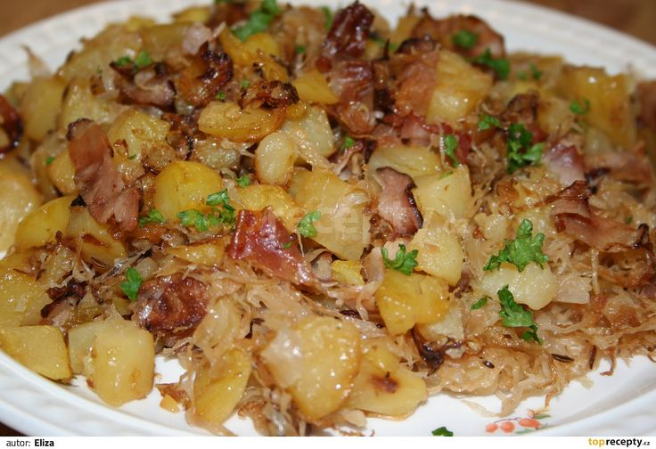 Brambory uvaříme v osolené vodě s přidáním kmínu a potom pomačkáme.Těstoviny uvaříme v osolené vodě a scedíme.Mezitím, co se vaří brambory a...