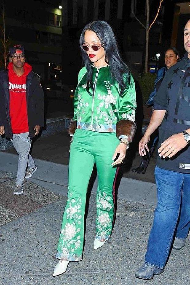 Estilo: Rihanna - una mujer brillante que ha ganado la simpatía y el afecto de millones de sus fans con su voz, carisma y carácter explosivo 💙💙 El Estilo de Rihanna se puede describir en tres palabras: Originalidad y Extravagancia Atrevida. ¿Qué te parece el estilo de Rihanna? #moda #estilo #rihanna #fashion #glamour #chic #style