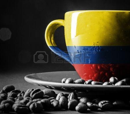 Bandera colombiana en la taza de café. Foto de archivo.