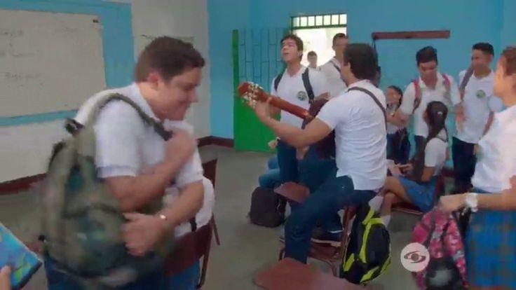 Los Morales | Jeronimo Cantillo Cantando Ellas Es Mi Todo Kaleth Morales | Canal Caracol - VER VÍDEO -> http://quehubocolombia.com/los-morales-jeronimo-cantillo-cantando-ellas-es-mi-todo-kaleth-morales-canal-caracol    Hola chicos esto es un video extra de una novela que está muy de moda en Colombia y este chico que canta muy bien y el de la guitarra es como muy dificil descargar un video de caracol y los traigo aquí para que lo descarguen desde youtube mas facil suscrib