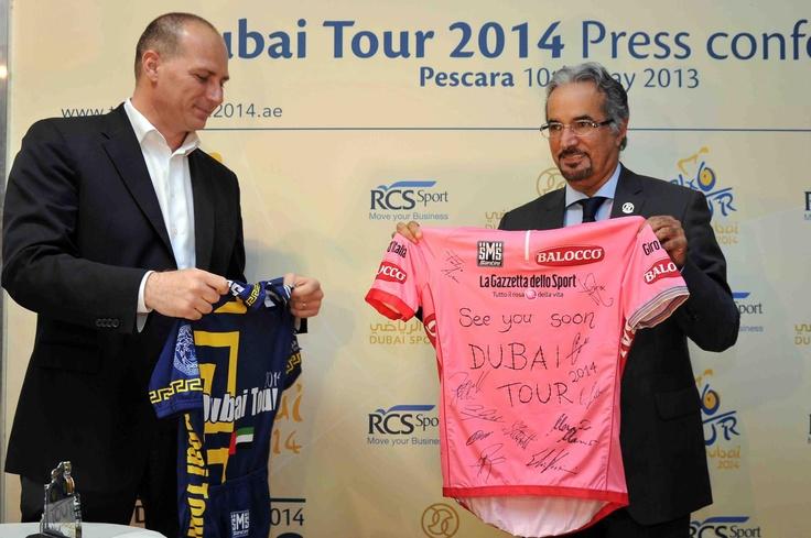Pescara 10 maggio 2013 - Nella cornice dell'arrivo della 7^ tappa della Corsa Rosa, presso il Quartier Generale del Giro d'Italia di Pescara, si è svolta la conferenza stampa che ha ufficializzato l'accordo tra Dubai Sport Council e RCS Sport per l'organizzazione del Dubai Tour 2014.