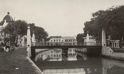 Westerwallstraat met de Willemsbrug Semarang 1933.