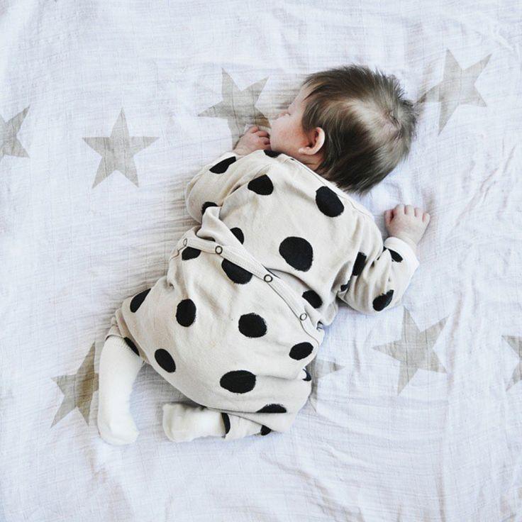 #petitloufave SLEEPING by @nininoes - www.petitloublog.com