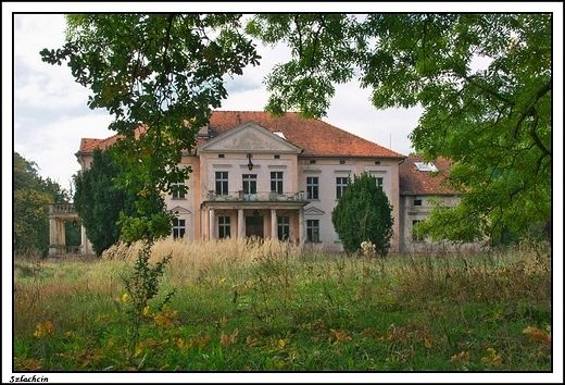 Szlachcin - elektyczny dwór z początku XIXw.