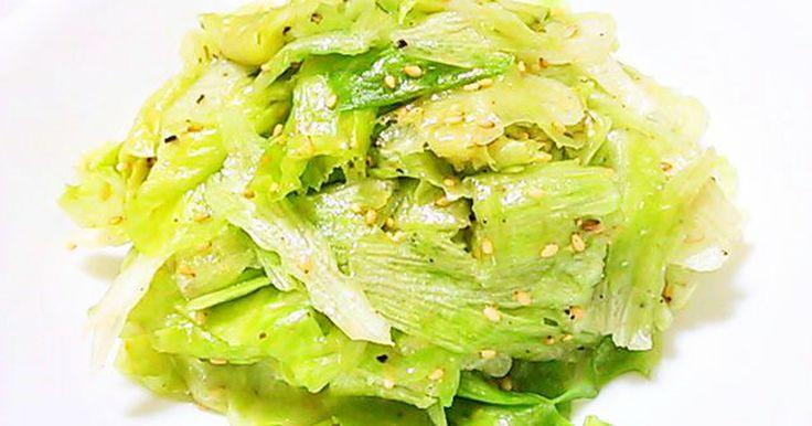 お酢を使わず ナムル風に味付けるとレタスがたっぷりいただけます。焼肉の時など野菜を沢山摂りたい時にはピッタリです♡