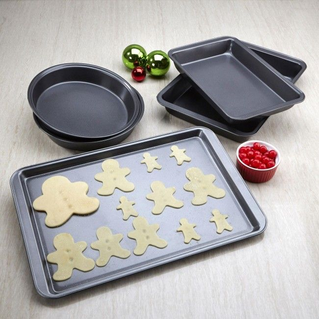 This versatile bakeware set provides all of the basic tools for home baking. This bakeware set is designed to provide five years of reliable performance. The heavy weight construction ensures even heating and browning without hotspots, so cookies bake at the same rate no matter where they are on the sheet. The non-stick coating makes this bakeware set easy to clean either by hand or in dishwasher.
