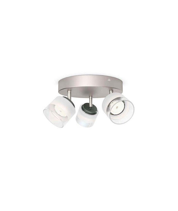 Plafon LED 3 focos plata y mate Philips   Plafon LED 3 focos plata y mate Philips . El foco Philips myLiving Fremont tiene una silueta equilibrada. Su refinado cilindro de cristal contiene LED avanzados que consumen solo unos pocos vatios de potencia mientras que producen luz blanca cálida tan brillante y atractiva como la de los halógenos. Incluye Leds.