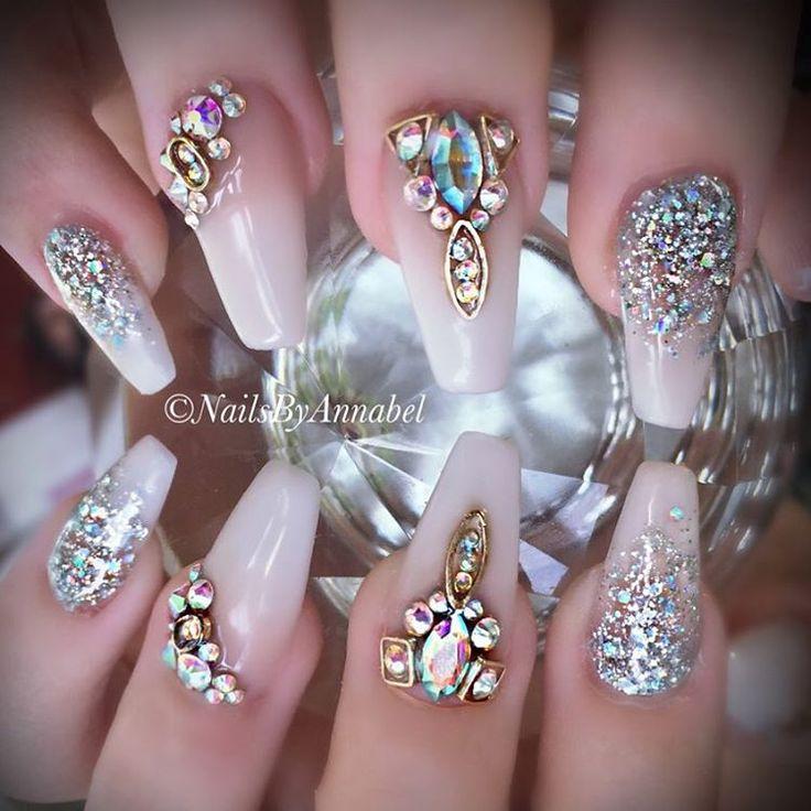 Best 25 champagne nails ideas on pinterest glitter for Decoracion de unas con piedras swarovski