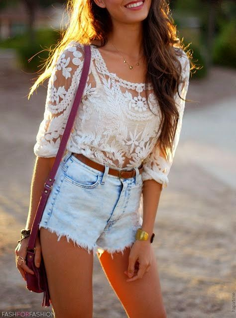 Short tiro largo + Top crop + Remera con transparencias + Mini cartera