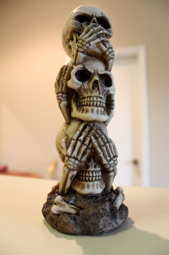 Stacked No Evil Skull Heads Statue Decoration Figurine Collectible Sculpture