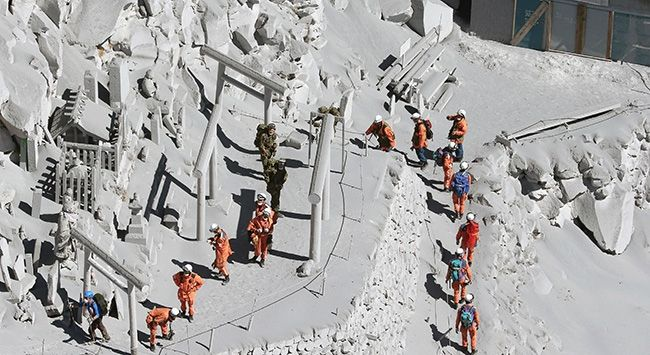 Launched in #Japan volcano death toll rose to 36. The rescue team, Ontake volcano near the summit of the bodies found in a region where more than 5 people, the number of those killed in the disaster rose to 36 were reported. Saturday due to dangerous conditions since only 12 of the corpses were removed from the area by air.