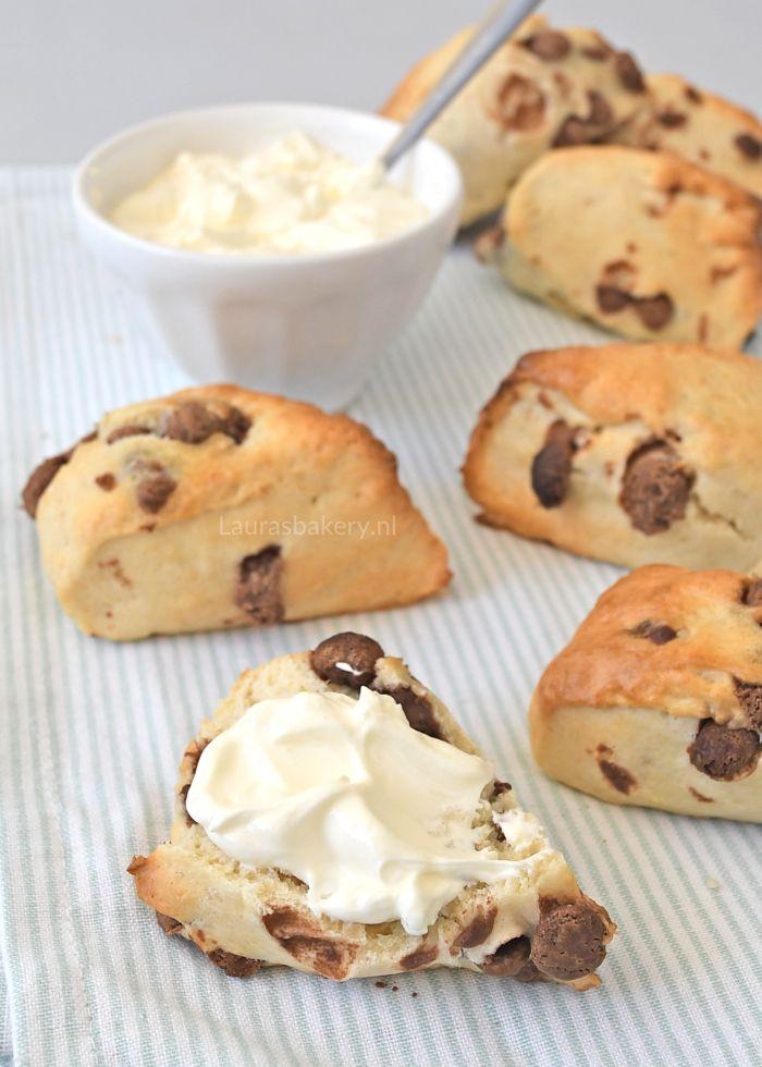 Voor bij de brunch of gewoon om lekker mee te ontbijten: chocolate chips scones. Zo gemaakt zodat je lekker snel aan tafel kunt.