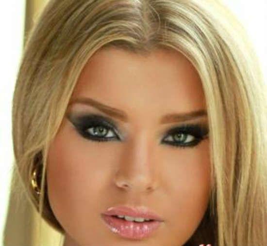 Макияж для блондинок может зависеть от цвета глаз. Оформление бровей, макияж губ, какие румяна и тени выбрать - идеи и советы визажистов.